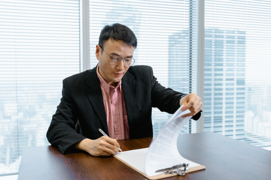 A man analysizing the resume of a job candidate