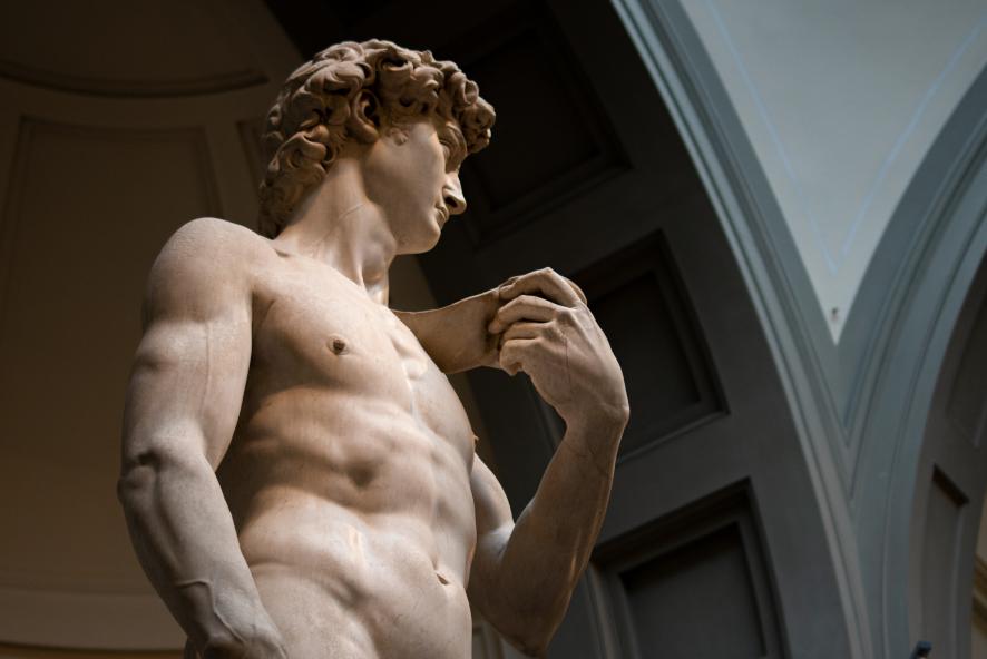 A famosa escultura de David na Galeria de Arte da Academia de Florença, na Itália