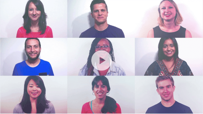 Nove tutores de idiomas sorrindo e parecendo felizes