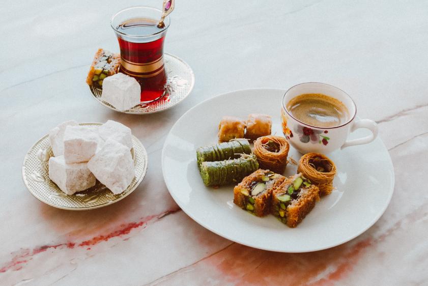 Een tafel met heerlijk Turks eten