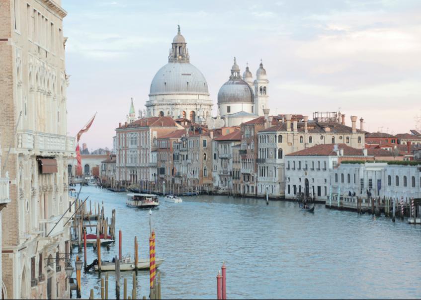 Um canal em Veneza, Itália