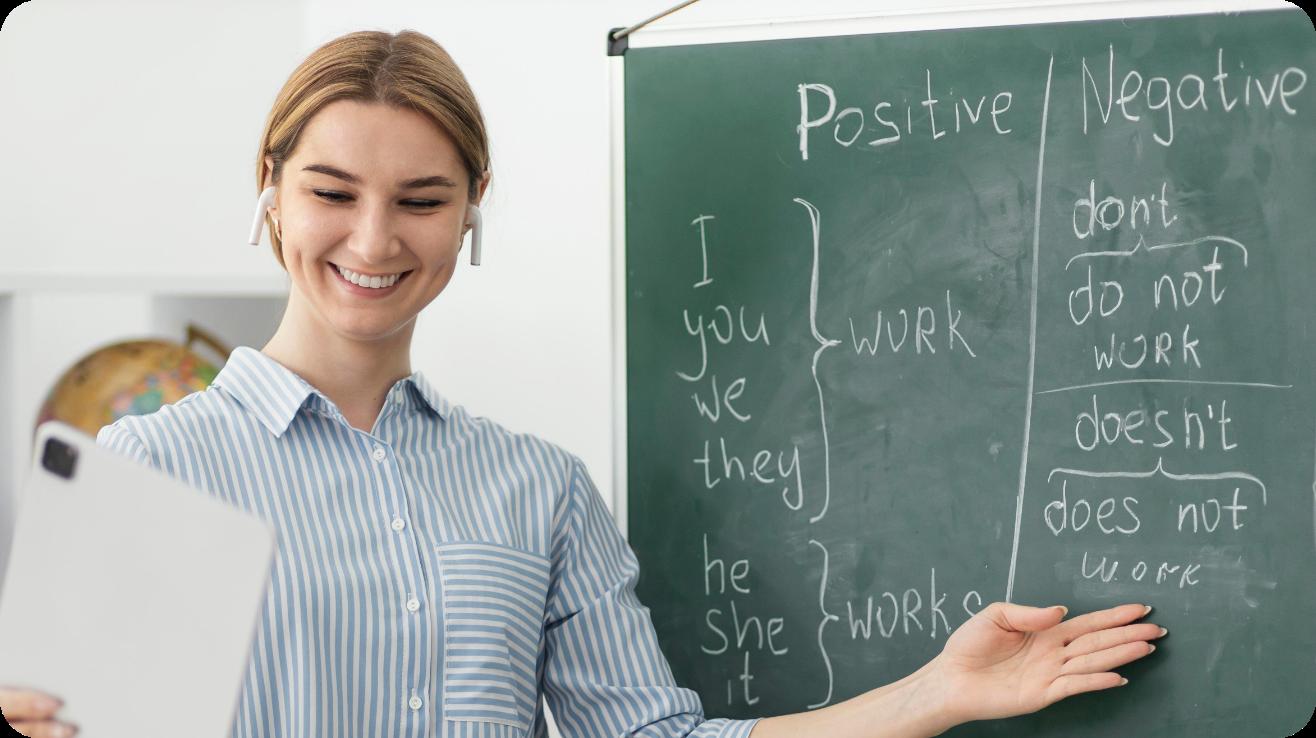 Um feliz tutor de inglês dando uma aula grátis